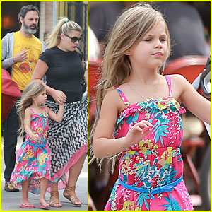 Busy Philipps: Post-Baby Body at Little Dom's!