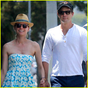 Diane Kruger & Joshua Jackson Hold Hands on Melrose