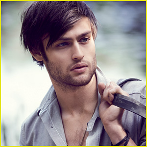 Douglas Booth: 'An Honor' to Play Romeo in 'Romeo & Juliet'
