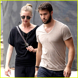 Emily VanCamp & Josh Bowman: Little Dom's Lunch Lovers!