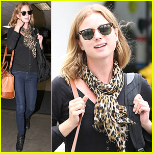Emily VanCamp Wraps 'The Girl in the Book' in New York City!
