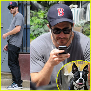 Jake Gyllenhaal Takes His Dog for a Walk in NYC