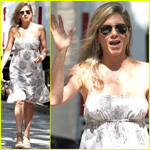 Jennifer Aniston Continues 'Squirrels to the Nuts' Filming