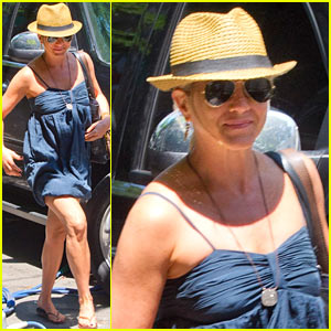 Jennifer Aniston: 'Squirrels to the Nut' Set Arrival! | Jennifer