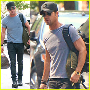 Justin Theroux: Luggage Carrying Guns in the Big Apple!