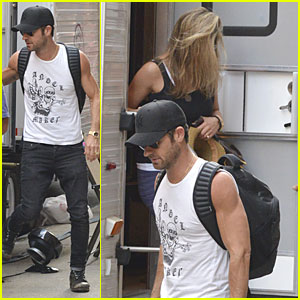 Justin Theroux Visits Jennifer Aniston on 'Squirrel' Set!