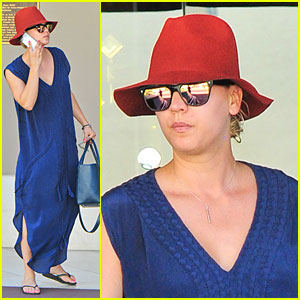 Kaley Cuoco: Single Retail Therapy Session!