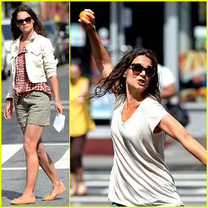 Katie Holmes Plays Ball with Luke Kirby for 'Mania Days'