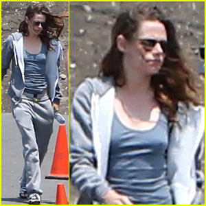 Kristen Stewart Arrives on 'Camp X-Ray' Set in Sweats
