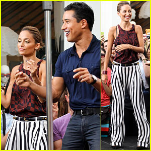 Nicole Richie Dances with Mario Lopez on 'Extra'!