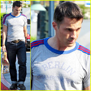 Olivier Martinez Buys a Baguette at Bristol Farms!