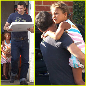 Olivier Martinez & Nahla Pick Up Pizza for Dinner!