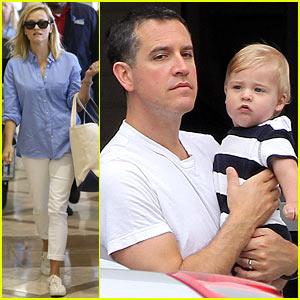 Reese Witherspoon Flies the Skies with Baby Tennessee!