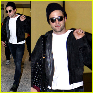 Robert Pattinson Flies Into Toronto for 'Maps to the Stars'