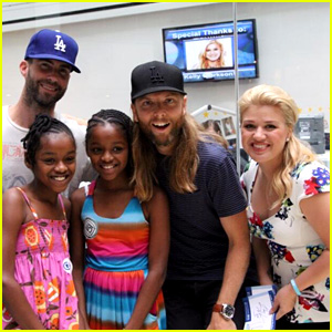 Adam Levine & Kelly Clarkson Visit Children's Hospital in Philly!