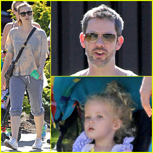 Amy Adams Casually Strolls with Family for 'Big Eyes' Break!