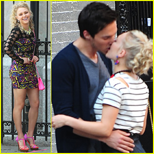 AnnaSophia Robb: 'Carrie Diaries' Kiss with Chris Wood!