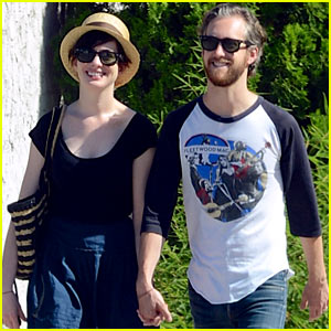 Anne Hathaway & Adam Shulman Hold Hands for Market Trip