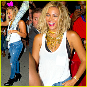 Beyonce Has Dance Off at Coney Island, Wears Pink Bow