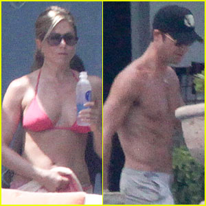 Bikini-Clad Jennifer Aniston: Los Cabos with Shirtless Justin Theroux!