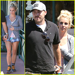 Britney Spears & David Lucado Hold Hands at Corner Bakery!