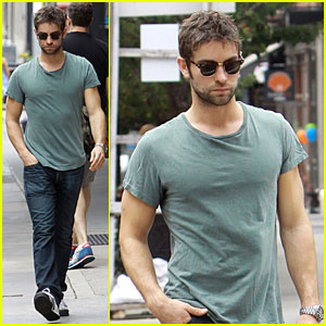 Chace Crawford: Cool New York Stroll!