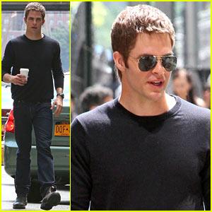Chris Pine Films 'Jack Ryan' Reshoots in New York City