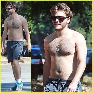 Emile Hirsch: Shirtless Fryman Canyon Park Hike!