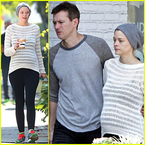 Jaime King: Frustrated by Differing Twitter & Instagram Handles!