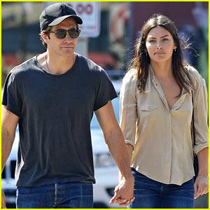 Jake Gyllenhaal & Alyssa Miller Hold Hands in Tribeca