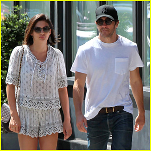 Jake Gyllenhaal & Girlfriend Alyssa Miller Stroll the Soho Streets