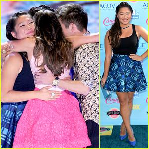 Jenna Ushkowitz Embraces Lea Michele at Teen Choice Awards