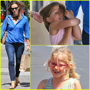 Jennifer Garner Shops for Shoes with Violet!