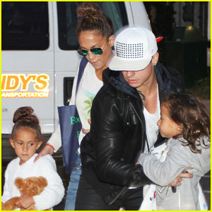 Jennifer Lopez: BookHampton Stop with Casper & The Twins!