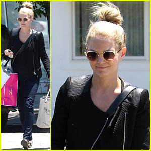 Jennifer Morrison Shops 'Til She Drops in Beverly Hills!
