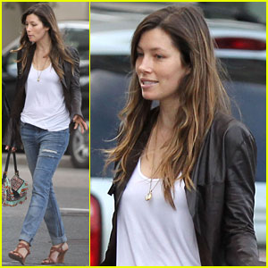 Jessica Biel Supports Justin Timberlake in Boston