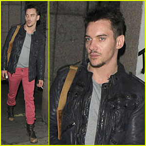 Jonathan Rhys Meyers: New 'Dracula' Trailer - Watch Now!