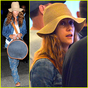 Kate Walsh Ends Caribbean Vacation with Flight to LAX