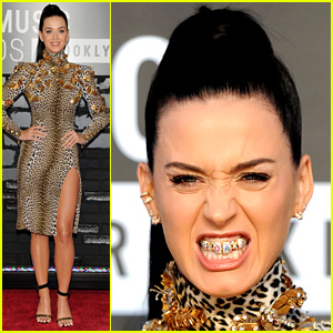 Katy Perry Wears 'Roar' Grill at the MTV VMAs 2013 (PHOTOS)