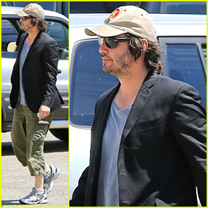 Keanu Reeves Wears Interesting Outfit at the Gym