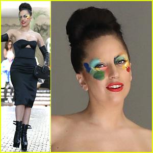 Lady Gaga Still Wearing 'Applause' Face Makeup