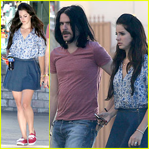 Lana Del Rey & Barrie James O'Neill Snack on Soda in Hollywood!