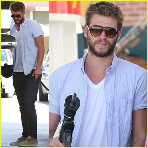 Liam Hemsworth Fills Up His Hybrid in L.A.!