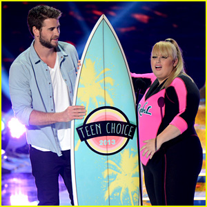 Liam Hemsworth Presents Rebel Wilson with Teen Choice Award