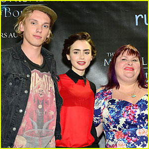 Lily Collins & Jamie Campbell Bower: 'City of Bones' Philly Signing!