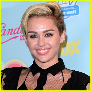 Miley Cyrus: MTV VMAs 2013 Performer!