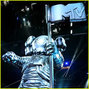 MTV VMAs Nominees List 2013 - Winners Revealed Tonight!