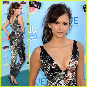 Nina Dobrev - Teen Choice Awards 2013 Red Carpet