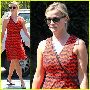 Reese Witherspoon: Business Meeting at Le Pain Quotidien