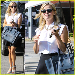 Reese Witherspoon Signs with Leonardo DiCaprio's Manager!